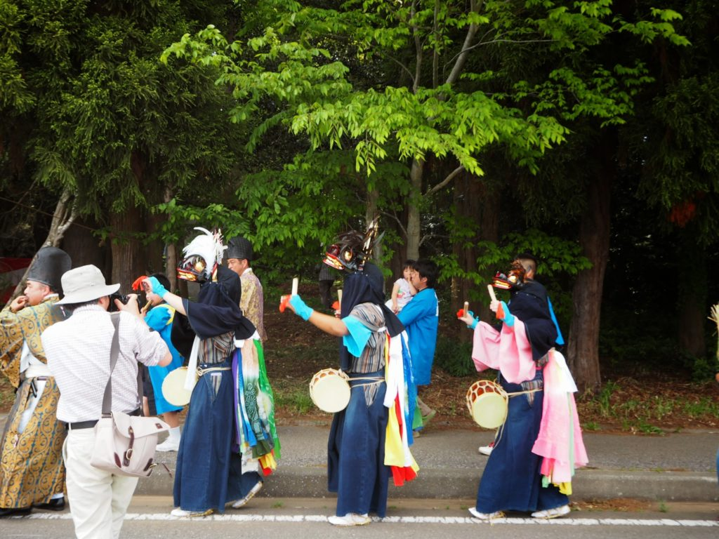 鳥海神社の獅子舞1